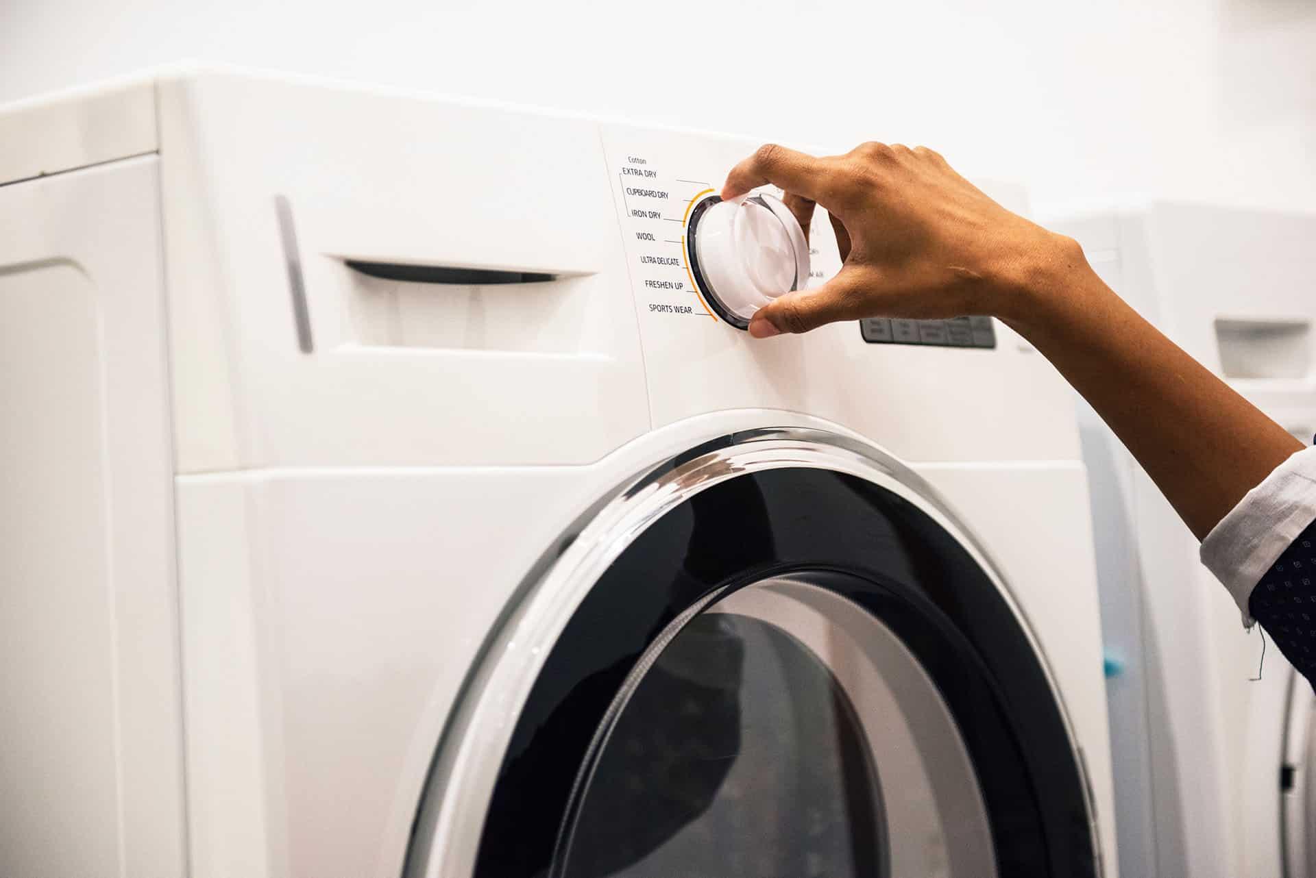 wd 40 thuisklussen wasmachine lubrification machine charniere 1