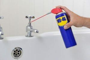 Roest verwijderen van badkuipen