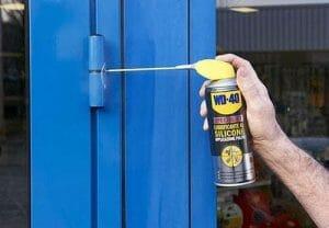 Onderhoud en smeer de scharnieren van uw deur!