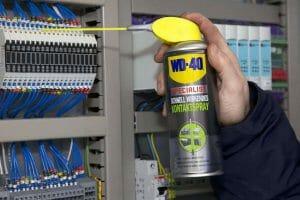 Hoe onderhoud WD-40 een radiator en stroomonderbrekers?